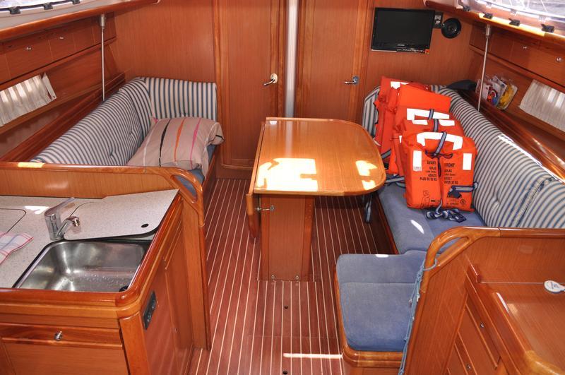 Bavaria 38 Cruiser, Cori