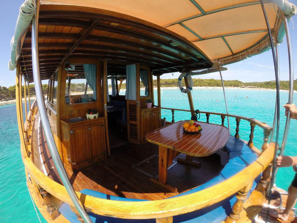 Yacht TIHO, Tiho