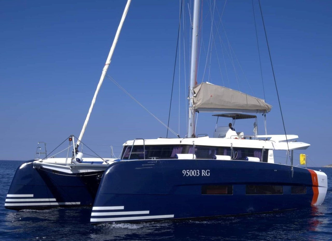 Dufour 48 Catamaran - 5 + 1 cab. - VAR - BLUE HULL, A/C+GEN., UNDERWATER LIGHTS