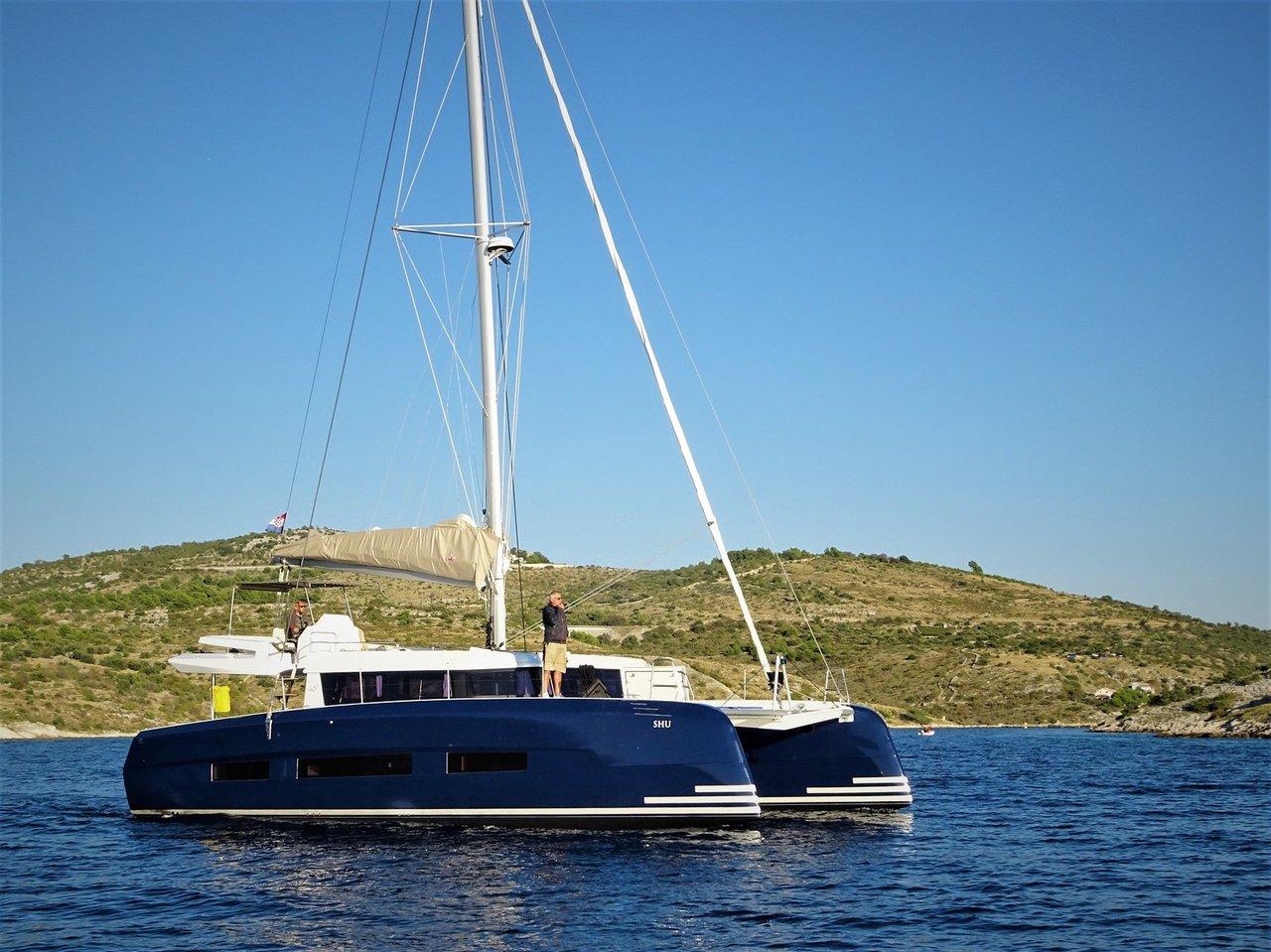 Dufour 48 Catamaran - 5 + 1 cab. - NEW 3