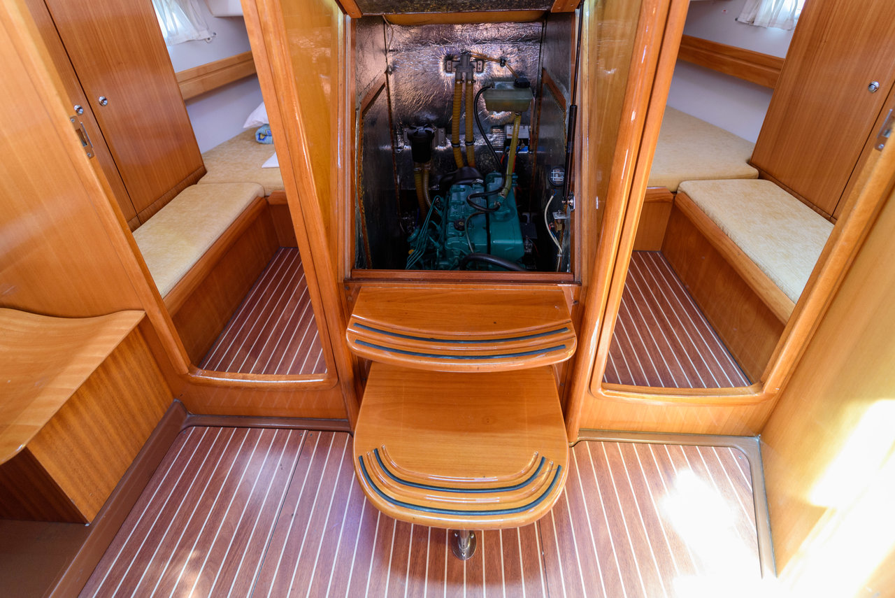 Bavaria 42 Cruiser, Blue Queen