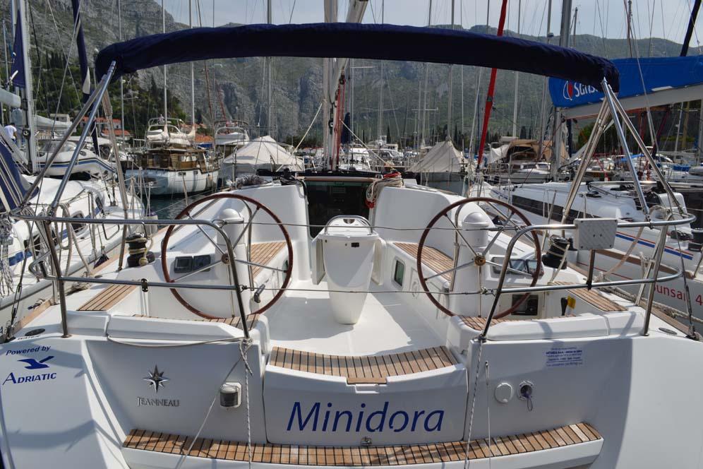 Sun Odyssey 42i, Minidora