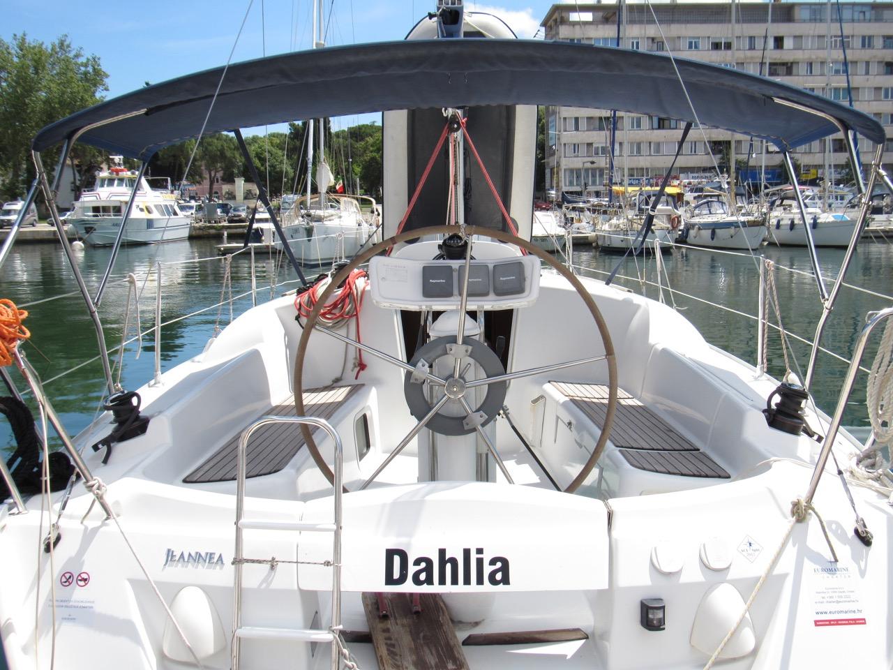 Sun Odyssey 32i, Dahlia