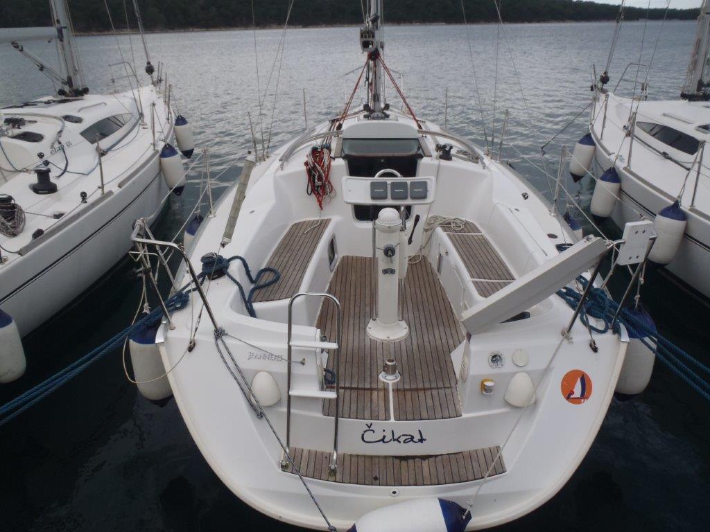 Sun Odyssey 32i, Čikat