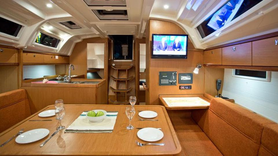Bavaria Cruiser 37 - 3 cab. :: Pharos