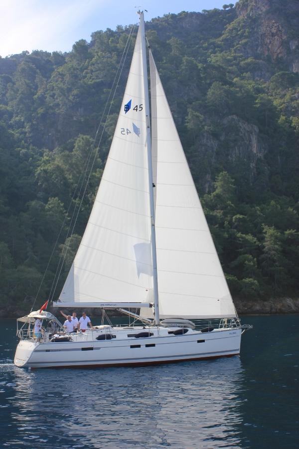 Bavaria Cruiser 45 - 4 cab. - Sail Bravo