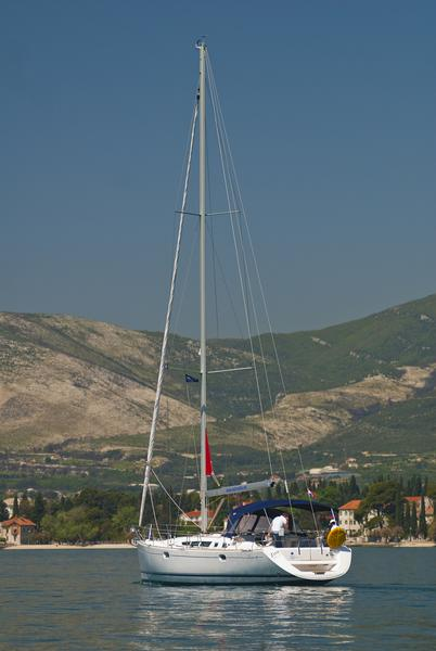 Sun Odyssey 49, Živa