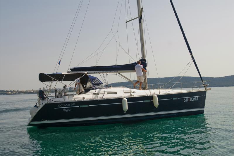 Oceanis Clipper 393, Maja