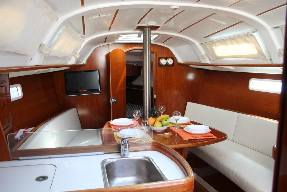 Oceanis Clipper 311, Bava
