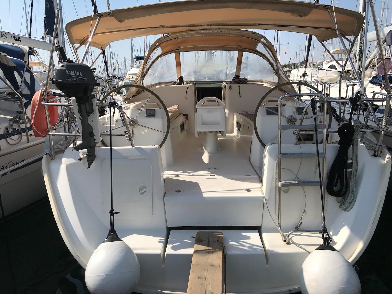 Yacht Akrotera