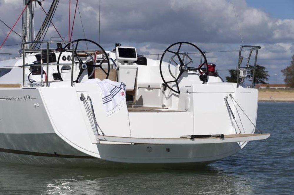 Yacht Venera