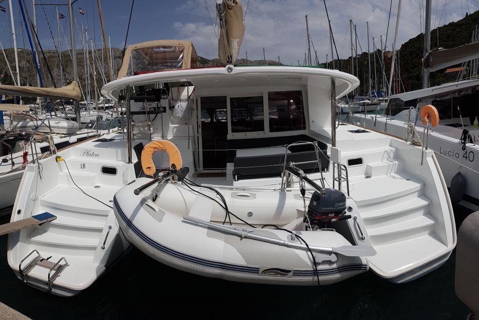 Lagoon 400 S2 – 4 + 2 cab.