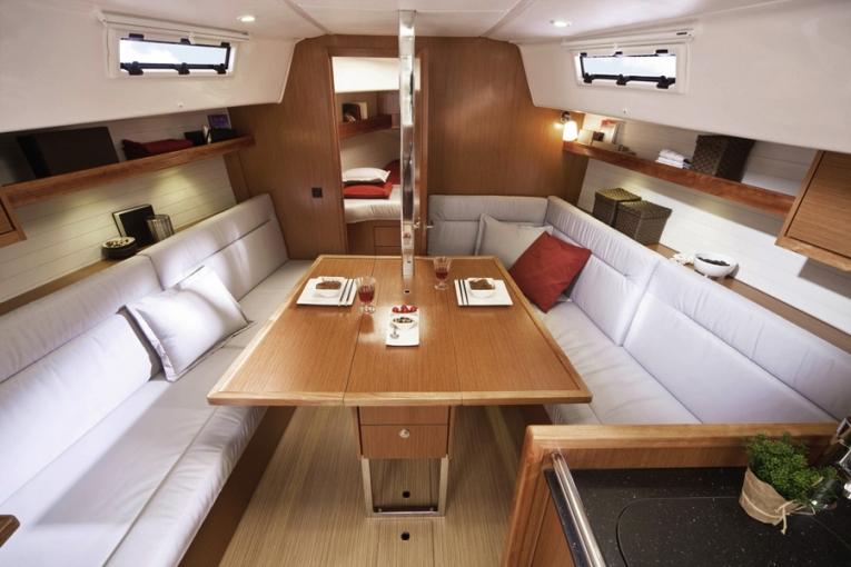 Bavaria Cruiser 32, Sax