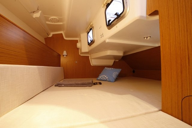 http://ws.nausys.com/rest/yacht/1061745/pictures/sun-odyssey-33i_in.jpg