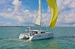 Lagoon 400 S2 - 4 + 2 cab. - Multihull Yachting
