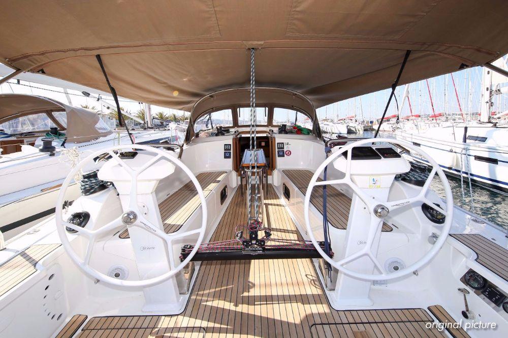 pitter yachting yachtcharter bavaria cruiser 41s alinghi 13. Black Bedroom Furniture Sets. Home Design Ideas