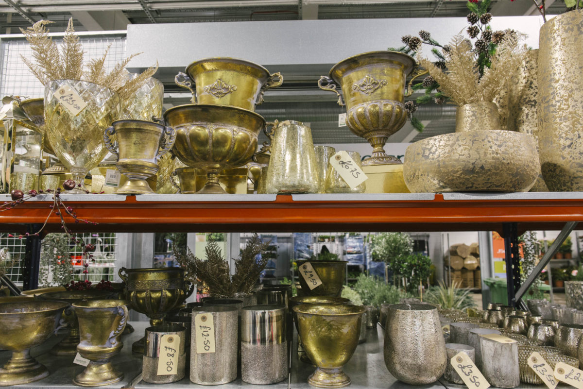New Covent Garden Flower Market A Florists Guide To Christmas At The Flower Market Rona Wheeldon Flowerona November 2018 Assorted Gold And Silver Vases And Urns At The Flower Store