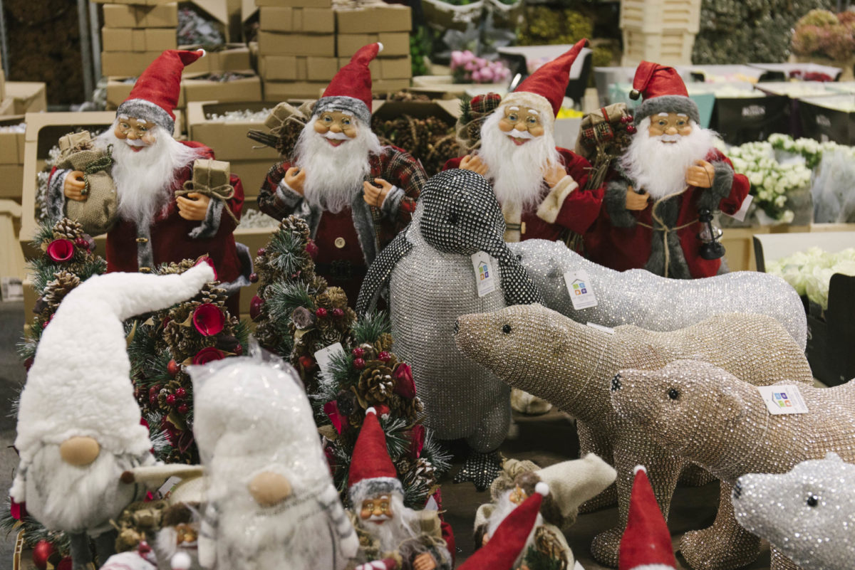 New Covent Garden Flower Market A Florists Guide To Christmas At The Flower Market Rona Wheeldon Flowerona November 2018 Father Christmas Santa Clause Diamante Polar Bears And Penguins At Zest Flowers