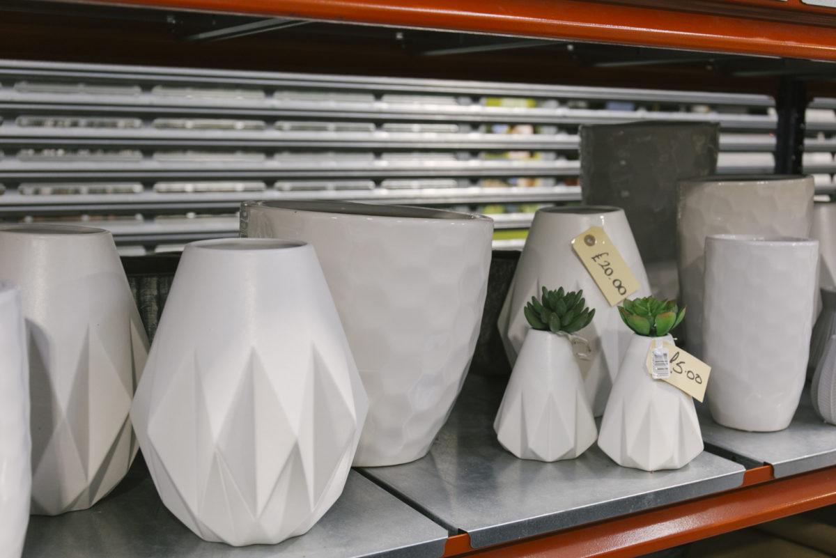 New Covent Garden Flower Market March 2019 In Season Report Rona Wheeldon Flowerona White Geometric Ceramic Vases At The Flower Store