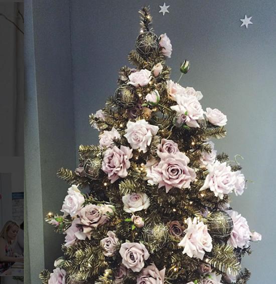 InWater Flowers pastel Christmas tree