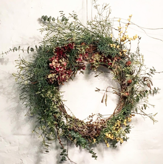 JamJar Flowers natural look wreath