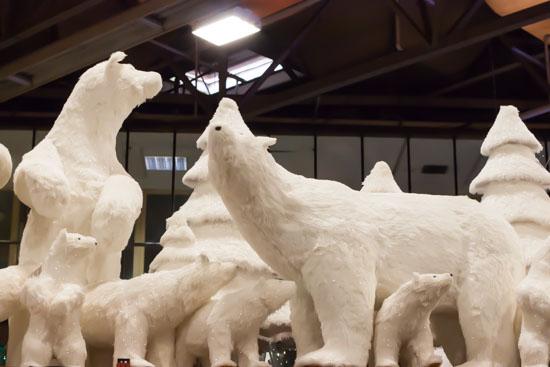 Polar bears at New Covent Garden Flower Market - Christmas Special - December 2014