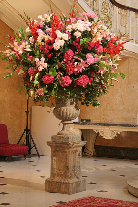 Pedestal design with gladioli by Simon Lycett