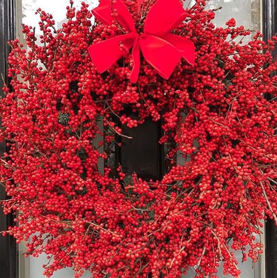 Rob Van Helden nostalgic red wreath