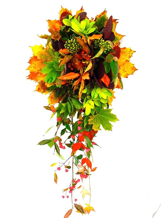 Teardrop bouquet using autumnal foliage by Sophie Townsend