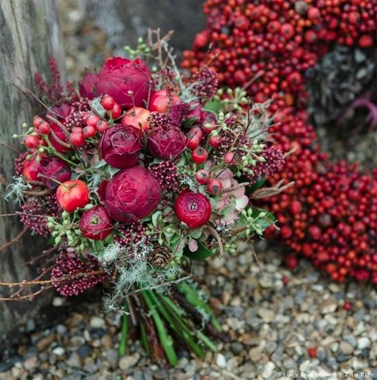 Zita Elze nostalgic red bouquet