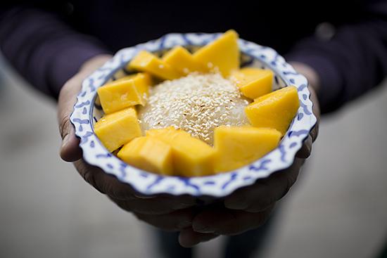 Sticky rice and mango at Mama Thai Restaurant