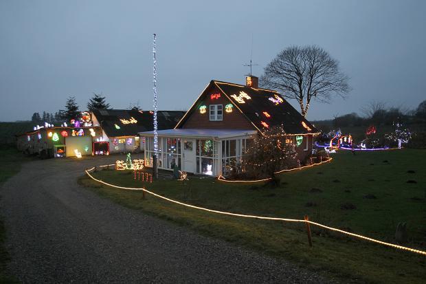 Pæn Ild i generator stopper ikke vild julebelysning: »Vi kan vist ikke HE34