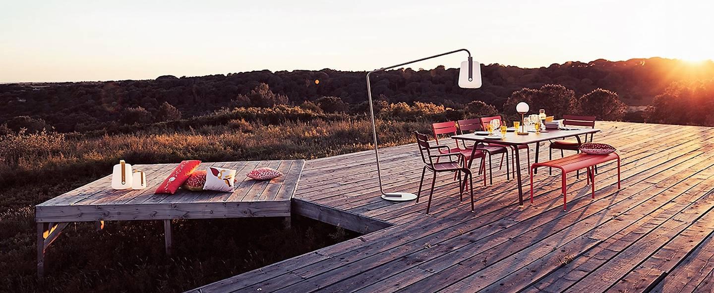 table-CARACTERE-muscade-chaises-jardin-LA-MOME_balad-h25-miel-Fermob-_(1).jpg