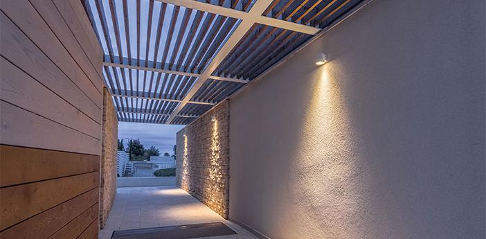 Applique d exterieur tube wall surface 1 0 led blanc ip65 led 3000k 390lm l10cm h8cm wever ducre normal