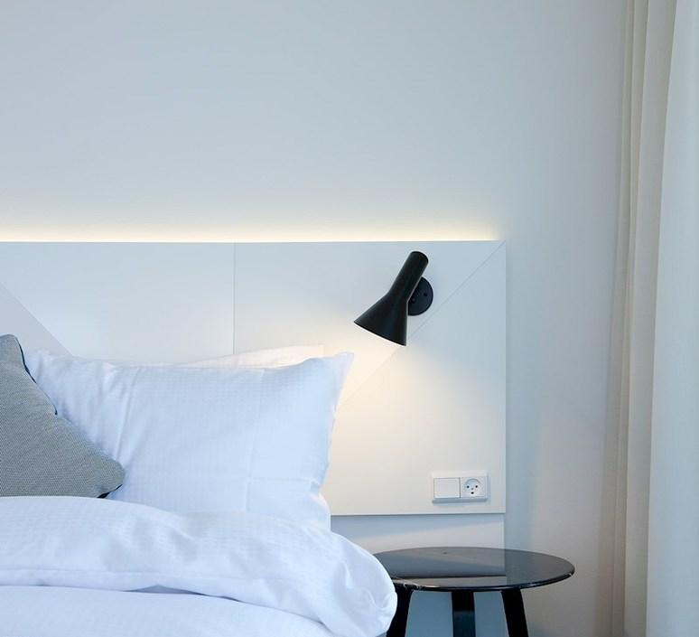Aj applique  applique murale wall light  louis poulsen 5743161780  design signed 58511 product