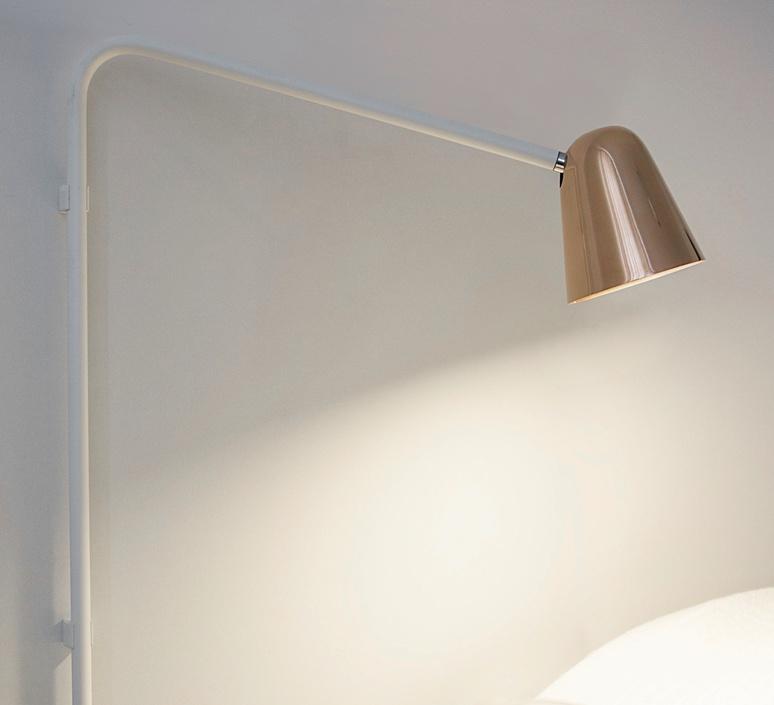 Lampe poser chaplin wall blanc mat cuivre brillant - Applique murale annee 50 ...