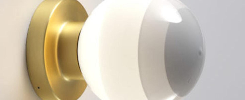 Applique murale dipping light a2 13 blanc casse laiton led 2700k 544lm l12 5cm h22 2cm marset normal