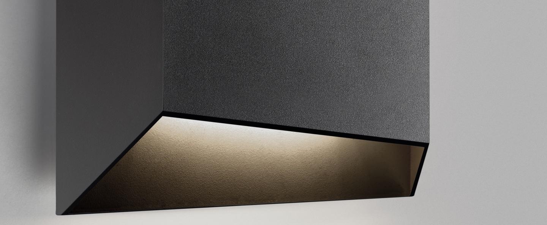 Applique murale facet down w2 noir ip54 led 3000k 300lm o24cm h24cm light point normal