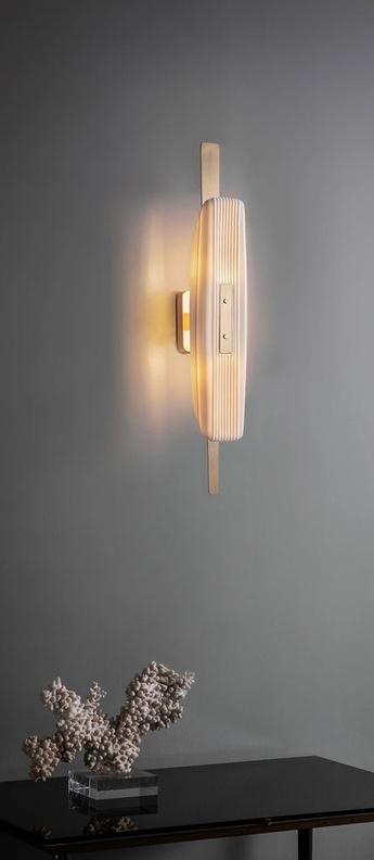 Applique murale glaive wall laiton verre opalin l8cm h50cm bert frank normal