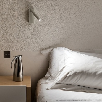 Applique murale mira switch avec interrupteur blanc mat led 2700k 352lm l15 2cm h18 1cm davide groppi normal