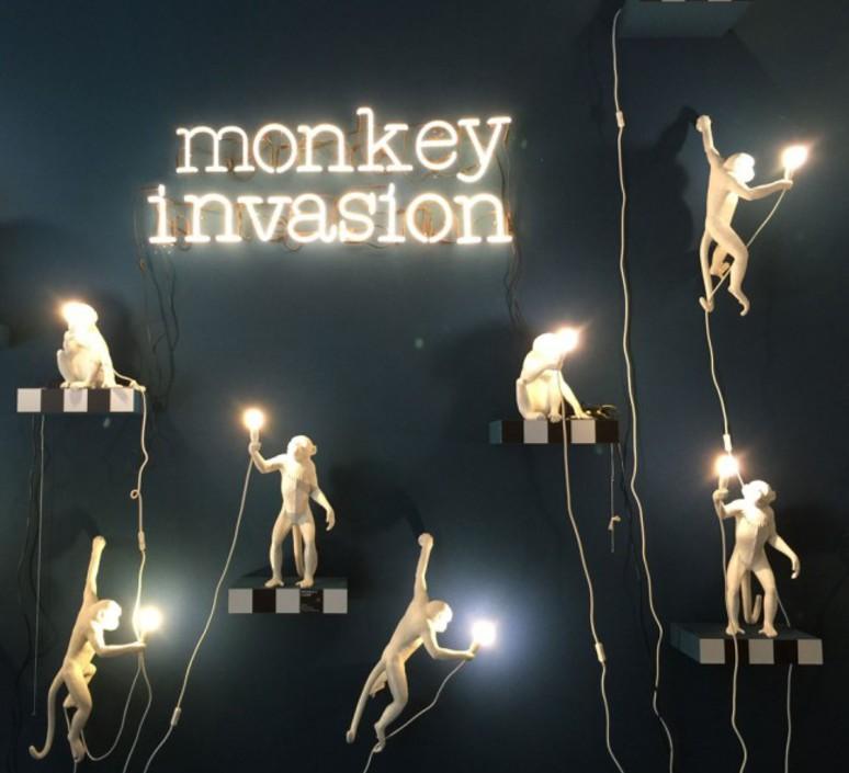 applique murale monkey hanging blanc h76 5cm seletti luminaires nedgis. Black Bedroom Furniture Sets. Home Design Ideas