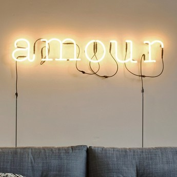 applique murale neon art amour transformateur blanc. Black Bedroom Furniture Sets. Home Design Ideas