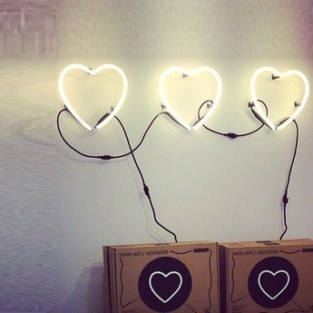 Applique murale neon art coeur transformateur blanc brillant h17cm seletti normal