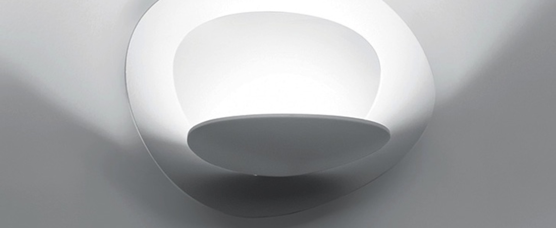 Applique murale pirce blanc led dimmable h25cm l37cm artemide normal