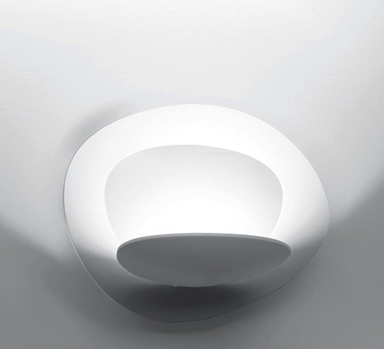 applique murale pirce blanc dimmable h25cm l37cm artemide luminaires nedgis. Black Bedroom Furniture Sets. Home Design Ideas