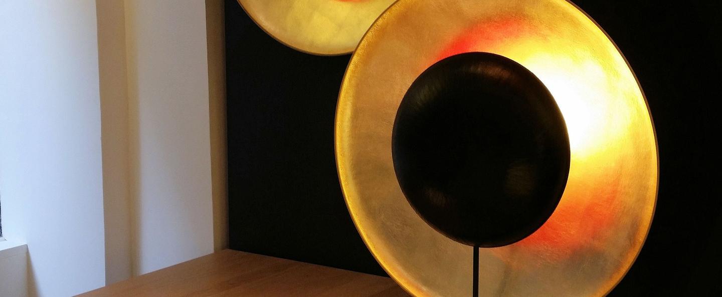 Applique murale plafonnier eclipse noir et or l62cm h62cm celine wright normal