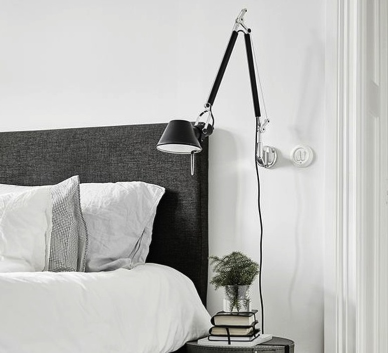 applique murale tolomeo noir h131cm l126cm artemide. Black Bedroom Furniture Sets. Home Design Ideas