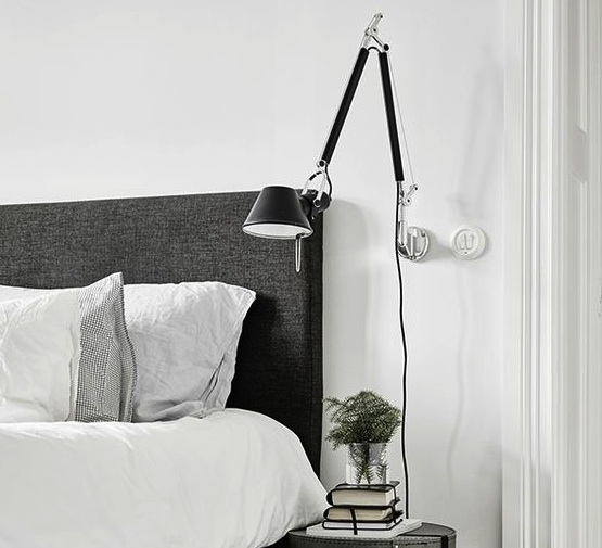 applique murale tolomeo noir h131cm l126cm artemide luminaires nedgis. Black Bedroom Furniture Sets. Home Design Ideas