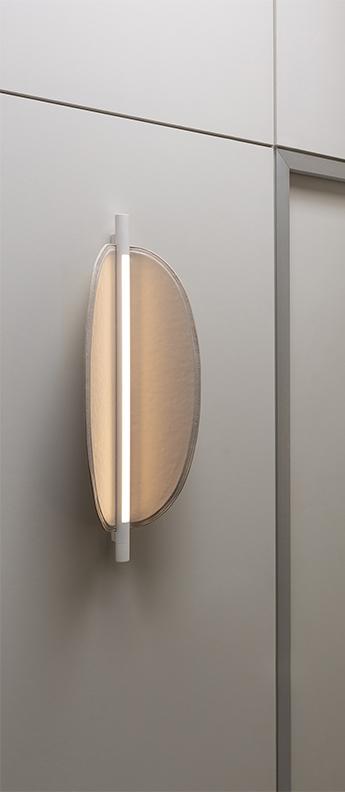 Applique ou plafonnier thula 562 41 sans cable corps beige detail beige abat jour cuir beige ip40 led 2700k 1400lm l25cm h67cm tooy normal