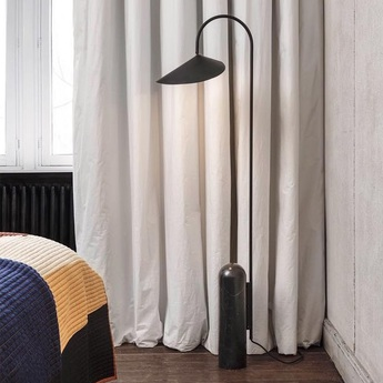Lampadaire arum floor lamp noir l25 6cm h136cm ferm living normal